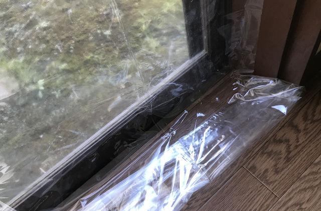 窓の寒さ対策に断熱カーテン