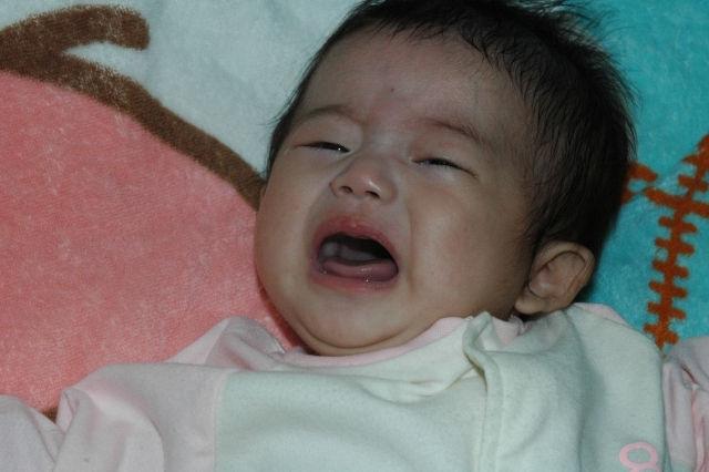 赤ちゃん泣き叫び
