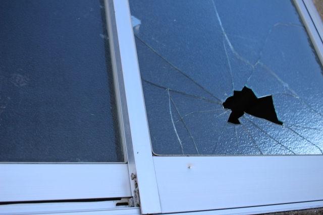 補強 台風 窓 ガラス